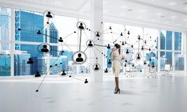 Δικτύωση και κοινωνική έννοια επικοινωνίας ως αποτελεσματικό σημείο για τη σύγχρονη επιχείρηση Στοκ φωτογραφία με δικαίωμα ελεύθερης χρήσης