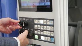 Διοικητική επιτροπή ενεργειακών συστημάτων ασφαλείας Ο εργαζόμενος ατόμων χειρίζεται για το βιομηχανικό τηλεχειρισμό απόθεμα βίντεο