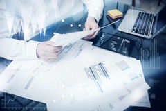 Διοικητική διαδικασία επένδυσης Έγγραφο εκθέσεων αγοράς εργασίας εμπόρων φωτογραφιών Ηλεκτρονικές συσκευές χρήσης Εικονίδια γραφι Στοκ Εικόνα