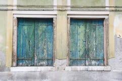 διπλά παλαιά παραθυρόφυλ&l Στοκ εικόνα με δικαίωμα ελεύθερης χρήσης