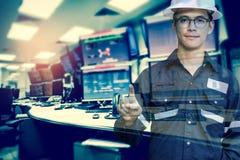 Διπλή έκθεση του ατόμου μηχανικών ή τεχνικών στο λειτουργώντας πουκάμισο Στοκ εικόνες με δικαίωμα ελεύθερης χρήσης