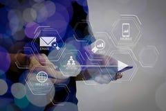 Διπλή έκθεση του χεριού επιχειρηματιών που χρησιμοποιεί τον υπολογιστή ταμπλετών με το γ Στοκ φωτογραφία με δικαίωμα ελεύθερης χρήσης
