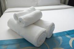 Διπλωμένες καθαρές πετσέτες υφασμάτων Στοκ Εικόνες