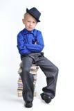 διπλωμένος σωρός χεριών βιβλίων αγόρι στοκ φωτογραφίες με δικαίωμα ελεύθερης χρήσης