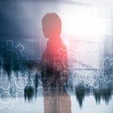 Διπλός μηχανισμός εργαλείων έκθεσης στο θολωμένο υπόβαθρο Έννοια αυτοματοποίησης επιχειρήσεων και βιομηχανικής διαδικασίας στοκ εικόνα με δικαίωμα ελεύθερης χρήσης