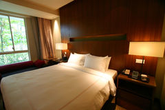 διπλό εσωτερικό ξενοδοχείων κρεβατοκάμαρων σπορείων Στοκ Εικόνες