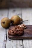 Διπλά μπισκότα τσιπ σοκολάτας με τα φουντούκια στοκ εικόνες