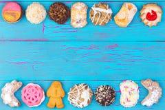 Διπλά σύνορα των ζωηρόχρωμων μπισκότων ή των μπισκότων Στοκ εικόνες με δικαίωμα ελεύθερης χρήσης