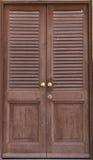 Διπλές ξύλινες πόρτες Στοκ φωτογραφία με δικαίωμα ελεύθερης χρήσης
