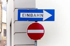 Διπλής κατεύθυνσης σημάδια οδών για στοκ φωτογραφίες με δικαίωμα ελεύθερης χρήσης