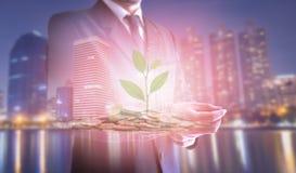 Διπλή έκθεση της στάσης πόλεων και επιχειρηματιών εγκαταστάσεις και επένδυση νομισμάτων, επιχειρησιακές έννοιες στο υπόβαθρο Στοκ εικόνα με δικαίωμα ελεύθερης χρήσης