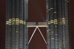 Διπλοί δίδυμοι πύργοι Petronas καταστρωμάτων skybridge συνδέοντας Στοκ φωτογραφία με δικαίωμα ελεύθερης χρήσης