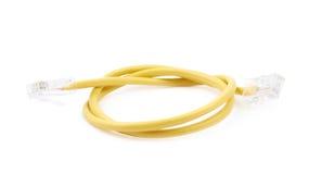 Διπλωμένο κίτρινο καλώδιο ethernet που απομονώνεται Στοκ φωτογραφία με δικαίωμα ελεύθερης χρήσης