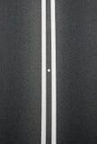 Διπλός κίτρινος διαιρέτης γραμμών στο blacktop Στοκ φωτογραφίες με δικαίωμα ελεύθερης χρήσης