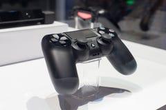 Διπλός κλονισμός 4 ελεγκτής για PlayStation 4 Στοκ Φωτογραφίες