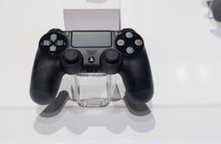 Διπλός κλονισμός 4 ελεγκτής για PlayStation 4 Στοκ φωτογραφίες με δικαίωμα ελεύθερης χρήσης
