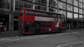 Διπλό λεωφορείο καταστρωμάτων στο Λονδίνο, UK Στοκ φωτογραφίες με δικαίωμα ελεύθερης χρήσης