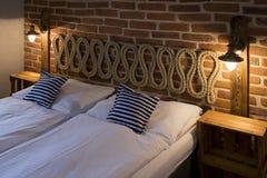 Διπλό κρεβάτι Στοκ φωτογραφία με δικαίωμα ελεύθερης χρήσης