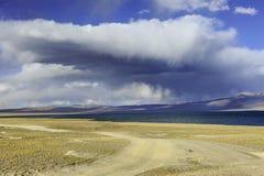 Διπλό Puruogangri θέρετρο λιμνών παγετώνων του Θιβέτ Στοκ φωτογραφία με δικαίωμα ελεύθερης χρήσης