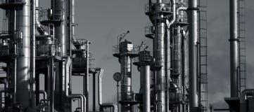 διυλιστήριο πετρελαίου αερίου βραδιού στοκ φωτογραφίες με δικαίωμα ελεύθερης χρήσης