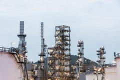 Διυλιστήριο πετρελαίου και βιομηχανία πετρελαίου στη νύχτα Στοκ Φωτογραφίες