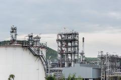 Διυλιστήριο πετρελαίου και βιομηχανία πετρελαίου στο χρόνο ημέρας Στοκ εικόνες με δικαίωμα ελεύθερης χρήσης