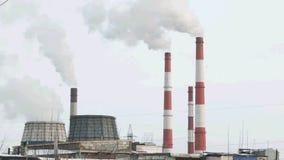 Διυλιστήριο πετρελαίου που μολύνει το περιβάλλον απόθεμα βίντεο