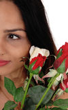 Διχοτομήστε ενός προσώπου μιας γυναίκας με τα τριαντάφυλλα Στοκ Εικόνες