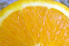 Διχοτομημένος πορτοκαλής στενός επάνω στοκ φωτογραφία