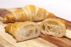 Διχοτομημένο βουτύρου Croissant στοκ εικόνες
