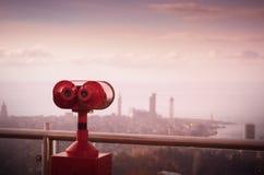 Διόπτρες στις εικονικές παραστάσεις πόλης άποψης Στοκ Εικόνες