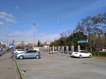Διώροφος ανοικτός χώρος στάθμευσης στοκ φωτογραφία με δικαίωμα ελεύθερης χρήσης