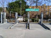 Διώροφος ανοικτός χώρος στάθμευσης στοκ εικόνα