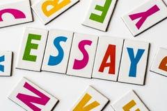 Δοκίμιο λέξης φιαγμένο από ζωηρόχρωμες επιστολές στοκ φωτογραφίες με δικαίωμα ελεύθερης χρήσης