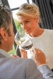 Δοκιμάζοντας κρασί ζεύγους στο Castle Στοκ φωτογραφία με δικαίωμα ελεύθερης χρήσης