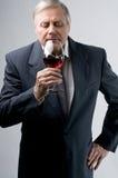 δοκιμάζοντας κρασί Στοκ εικόνες με δικαίωμα ελεύθερης χρήσης