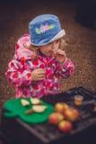Δοκιμάζοντας χυμός μήλων Στοκ φωτογραφίες με δικαίωμα ελεύθερης χρήσης