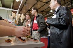 δοκιμή ανθρώπων τροφίμων Στοκ Φωτογραφίες