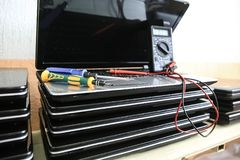 Δοκιμή και επισκευή lap-top Στοκ φωτογραφία με δικαίωμα ελεύθερης χρήσης