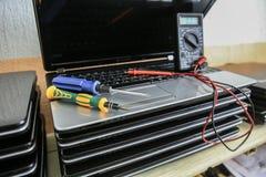 Δοκιμή και επισκευή lap-top Στοκ Φωτογραφία