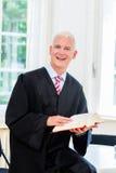 Δοκιμαστικός δικηγόρος στην εταιρία νόμου του Στοκ εικόνα με δικαίωμα ελεύθερης χρήσης
