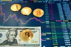 Δολάριο λογαριασμών είκοσι εγγράφου, Δολ ΗΠΑ, θολωμένο υπόβαθρο Το ηλεκτρονικό πρόγραμμα του bitcoin στην ανταλλαγή, εμπόρια όγκο στοκ φωτογραφία