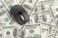 Δολλάρια ΗΠΑ και ποντίκι υπολογιστών Στοκ εικόνες με δικαίωμα ελεύθερης χρήσης