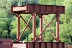 Δομές μετάλλων για την κατασκευή μιας γέφυρας στην οδική σύνδεση στη Μόσχα Στοκ Εικόνες