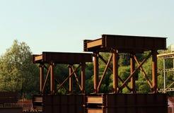 Δομές μετάλλων για την κατασκευή μιας γέφυρας στην οδική σύνδεση στη Μόσχα Στοκ εικόνες με δικαίωμα ελεύθερης χρήσης
