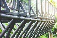 Δομή μετάλλων της γέφυρας περιπάτων ουρανού Στοκ Εικόνες