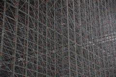 Δομή των ράβδων που υποστηρίζουν την κεκλιμένη ράμπα σκι στοκ εικόνες με δικαίωμα ελεύθερης χρήσης