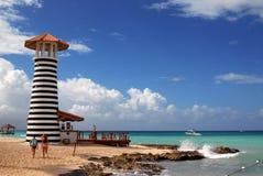 Δομινικανή Δημοκρατία, Iberostar Hacienda Dominicus, Bayahibe, ο φάρος στην παραλία, με τον ανοικτό φραγμό για τους πελάτες Ibero στοκ φωτογραφίες