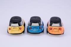 Δονητής και αλατοδοχείο πιπεριών στη μορφή αυτοκινήτων κεραμική που απομονώνει στο wh Στοκ φωτογραφία με δικαίωμα ελεύθερης χρήσης