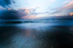Δονούμενη ακτή του Όρεγκον στο ηλιοβασίλεμα στοκ εικόνες